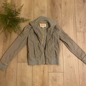 Adorable fitted  Mossimo Jacket 🤩
